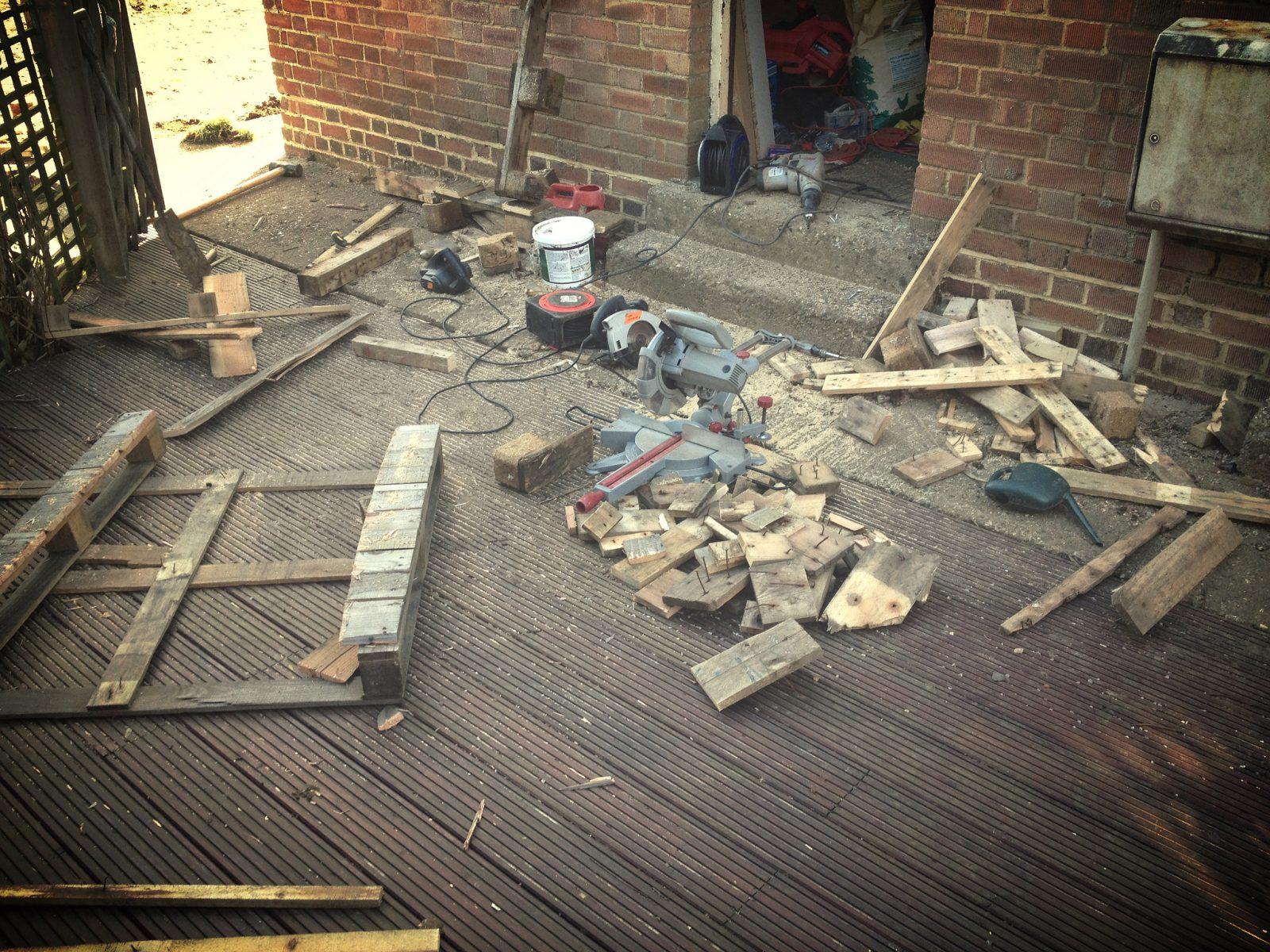 Taking apart pallets