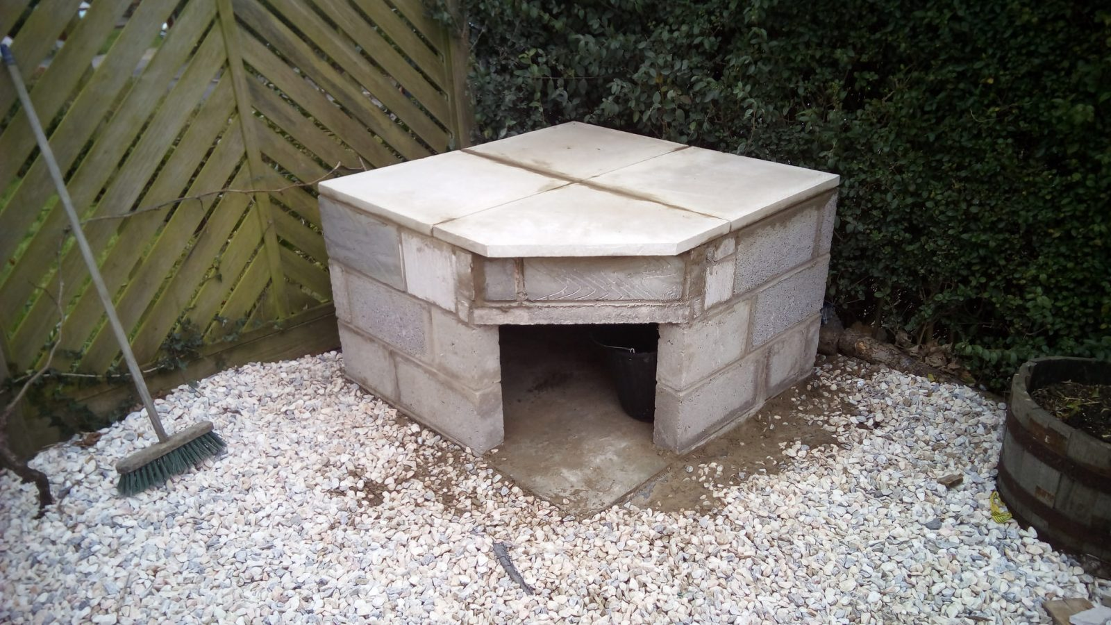 Making Concrete Slabs : Pizza oven build part the floor