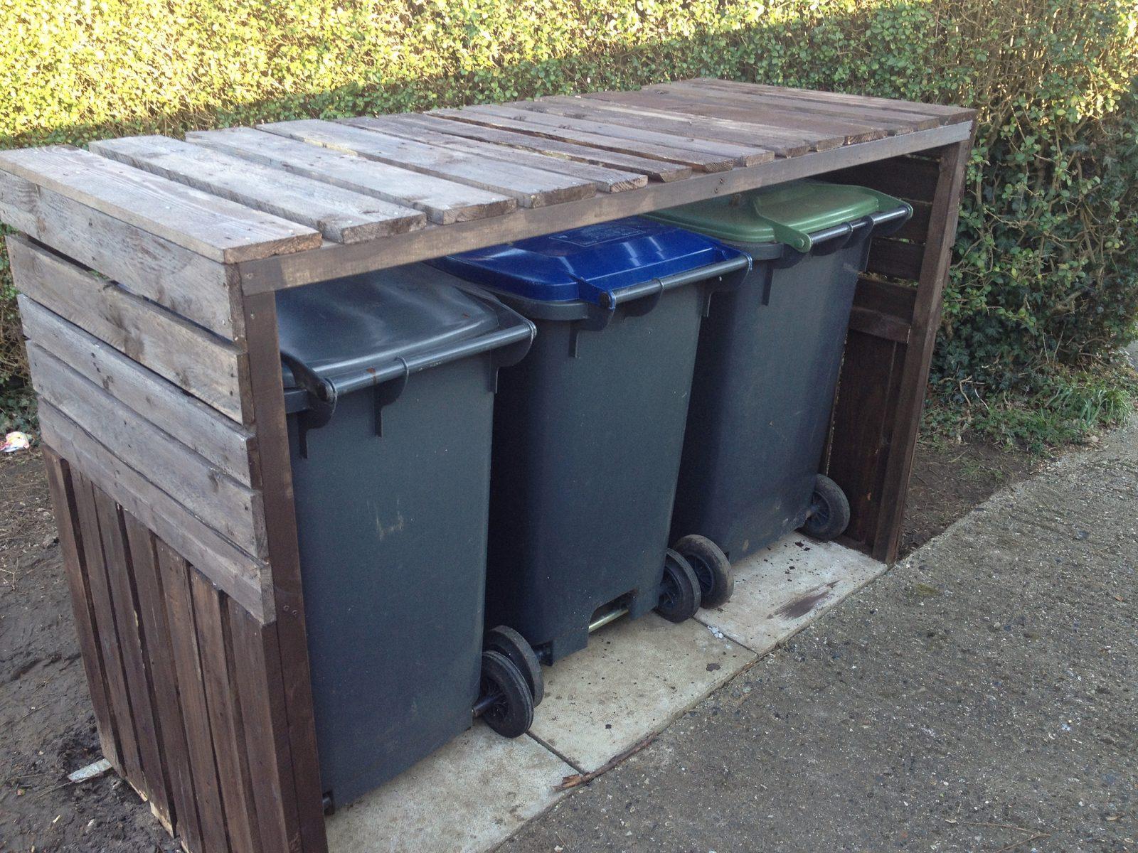 Finished wheelie bin shelter